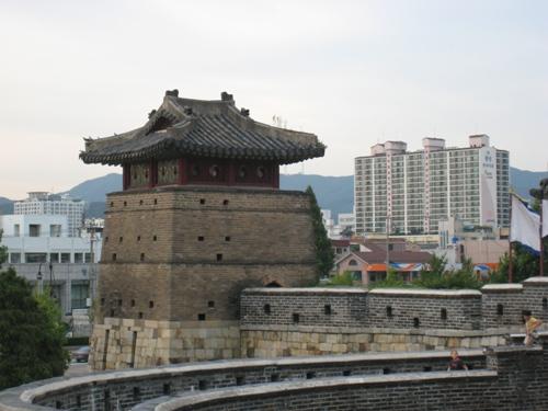 http://thbz.org/images/hangug/suwon/suwon.jpg