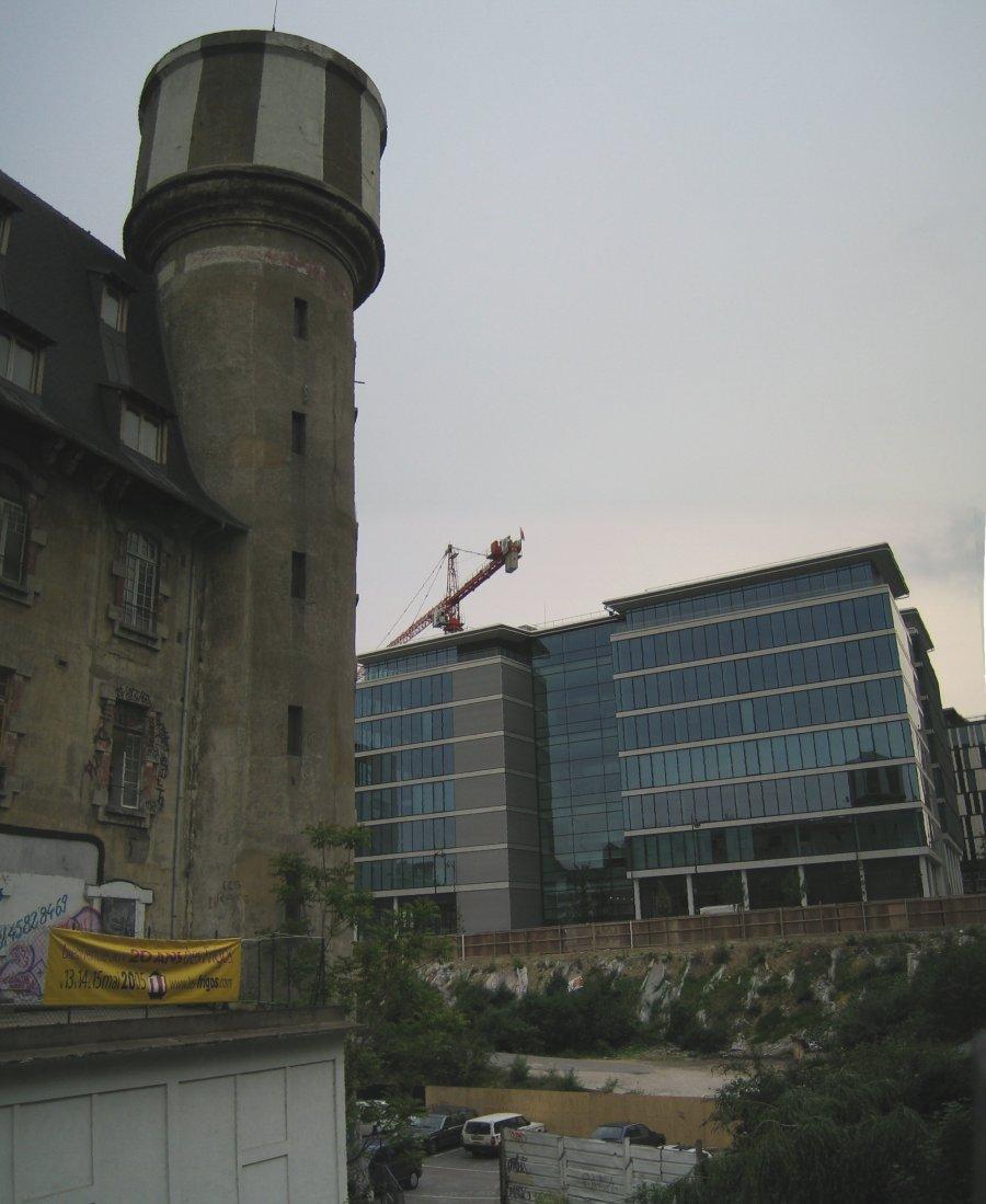 http://thbz.org/images/paris/13/frigos-chantier.jpg